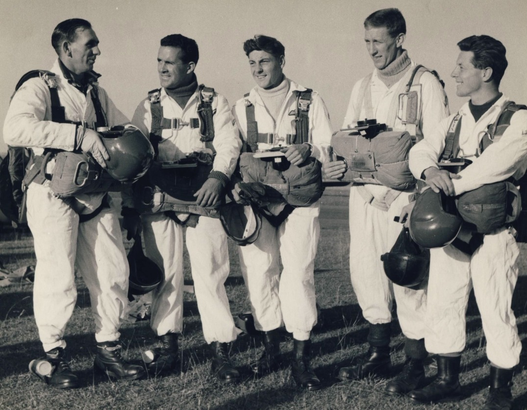 3.BRITISH SKYDIVERS THRUXTON. c1959jpg