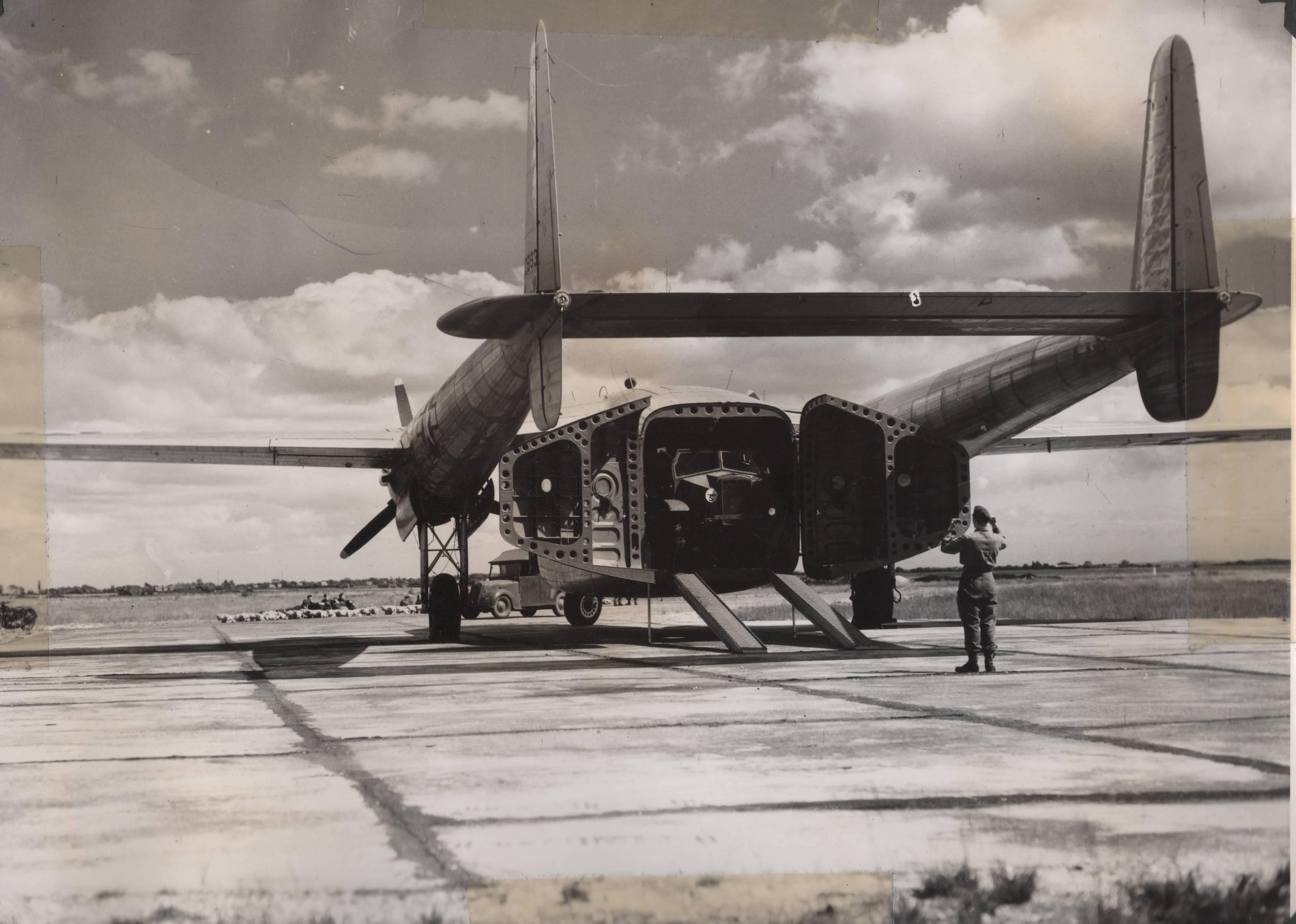 C 82 FAIRCHLD PACKET. TAILGATEjpeg