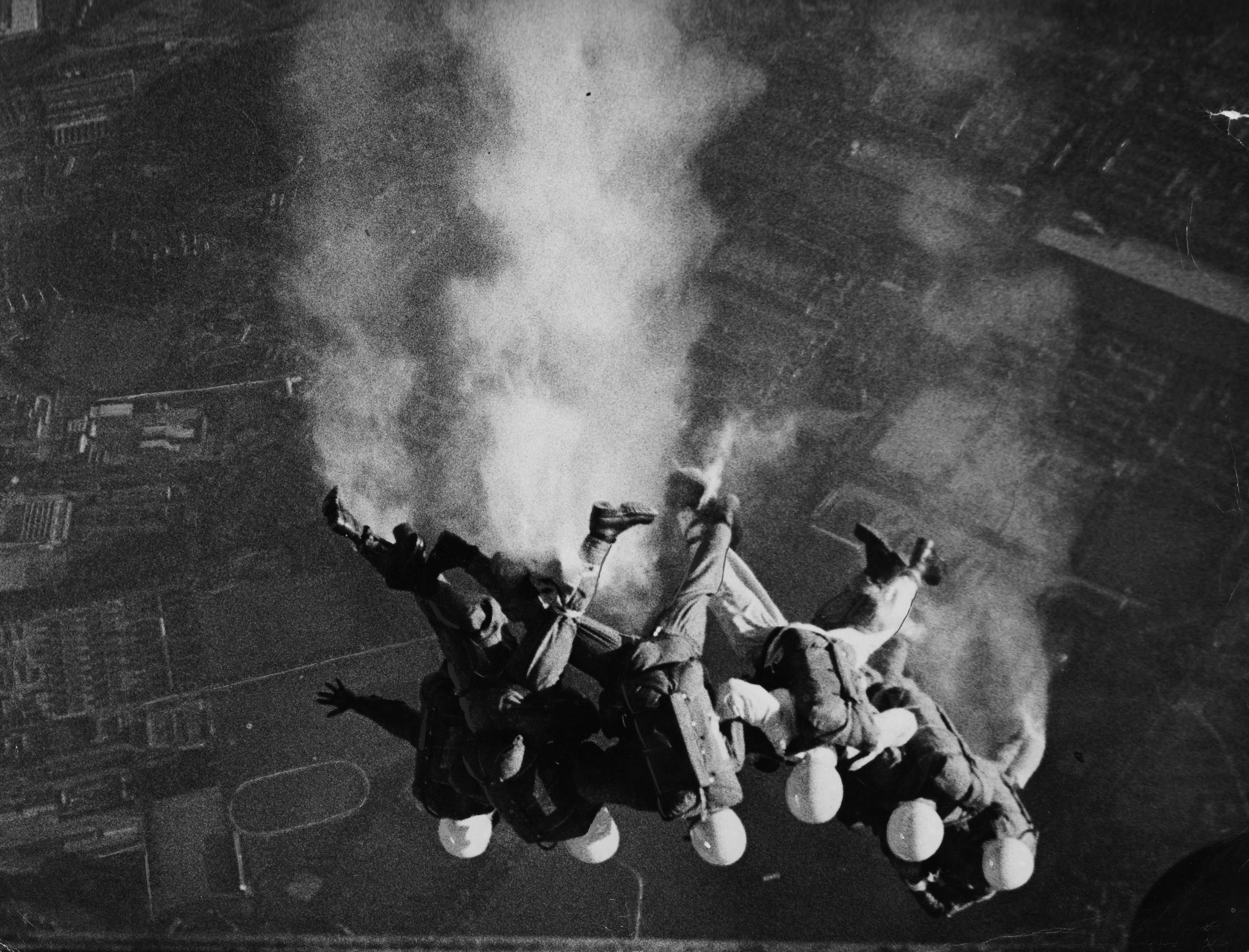 FARNBOROUGH 1961 SMOKE EXIT
